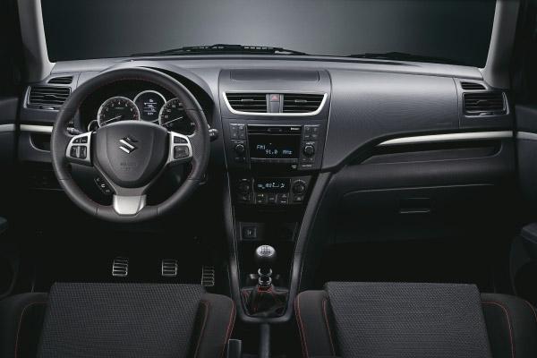 interiér Suzuki Swift Sport