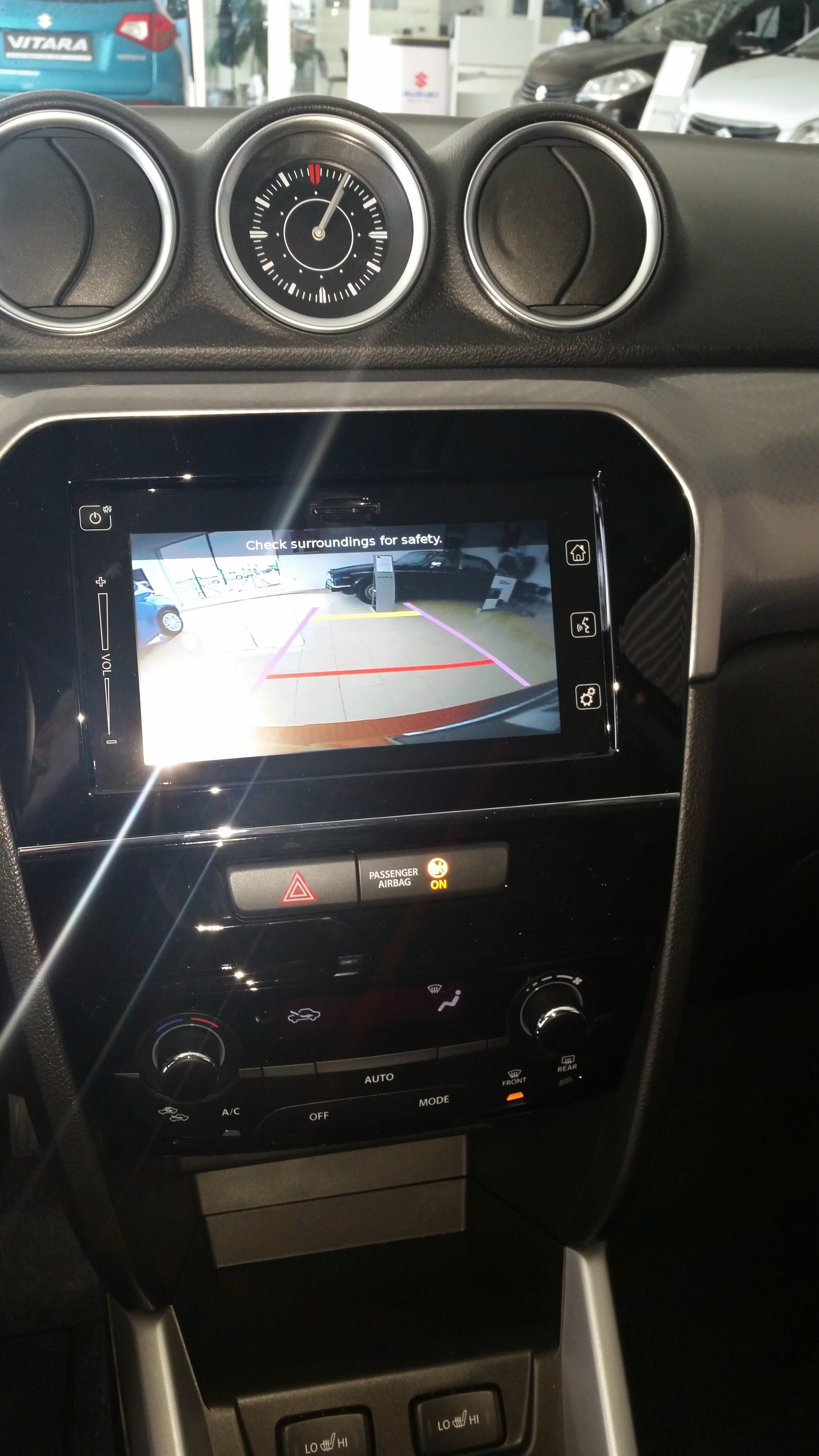 Suzuki nová Vitara parkovací kamera